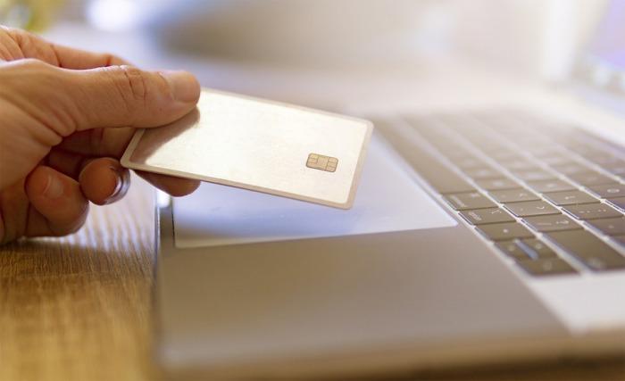 Více než 70 % kontrolovaných e-shopů v roce 2020 porušilo zákon