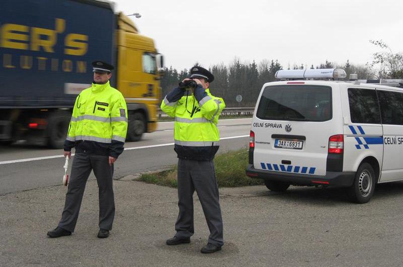 Kontroly dálničních známek probíhají, jen za únor odhalily hlídky skoro dva tisíce neplatičů