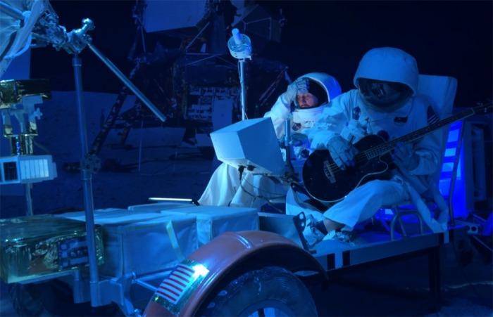 Hudební formace Gruppo Salsiccia vypouští do éteru klip No. 3. Refrén zní z Marsu