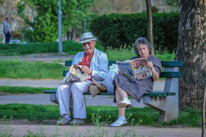 Žijete v zahraničí a pobíráte český důchod? Pro jeho výplatu je nutné dokládat potvrzení o žití