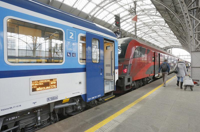 České dráhy objednaly dvacet nových supermoderních vlaků. Pojedou až 230 km/h
