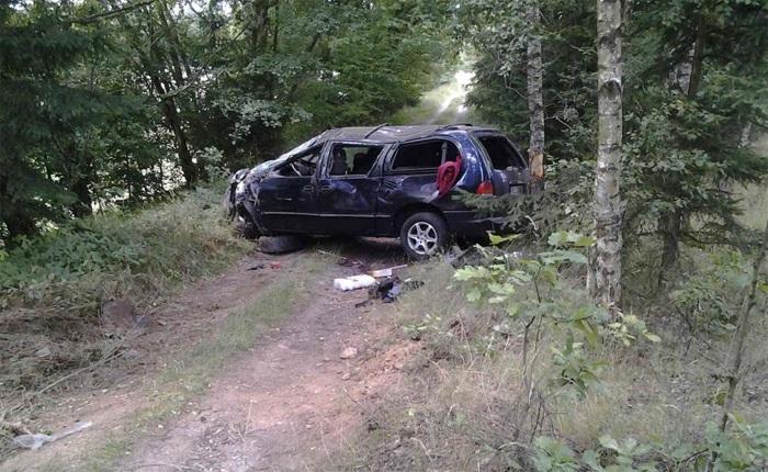 T�i zran�n� po dopravn� nehod� osobn�ho vozidla u Jitkova