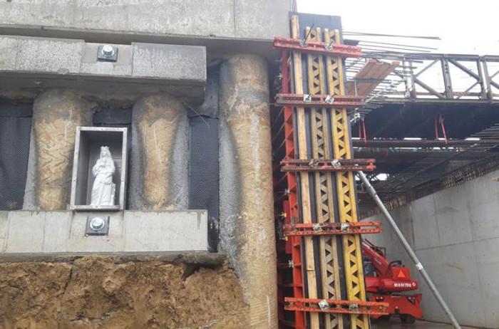 Socha svaté Barbory bude bdít nad bezpečností provozu vtramvajovém tunelu kUniverzitnímu kampusu