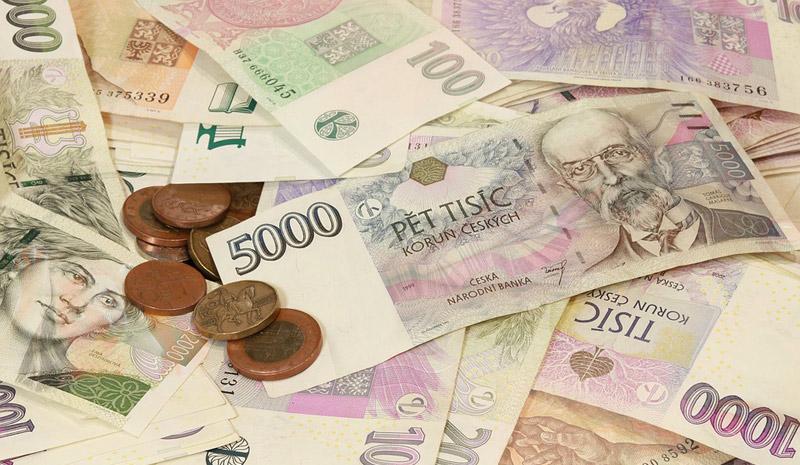 Průzkum: Čtvrtina Čechů drží úspory na běžném účtu nebo vhotovosti