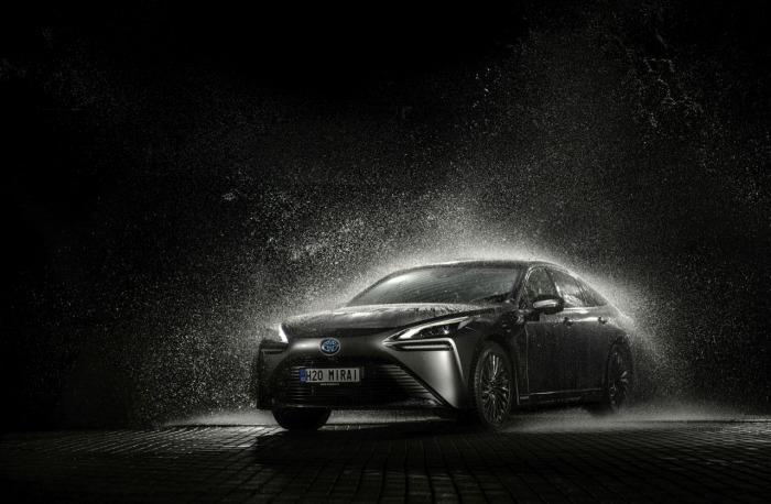 Toyota Mirai - první auto na vodík, které se začalo prodávat na českém trhu