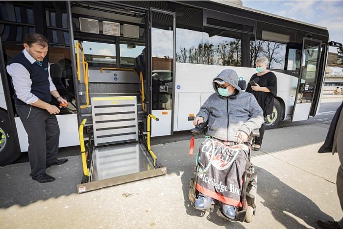 Ve Zlínském kraji budou jezdit nové autobusy s bezbariérovou úpravou