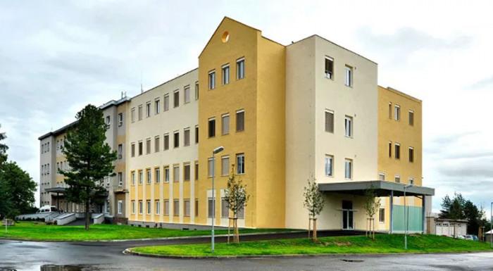 Zastupitelé žádají vedení kraje o rychlou nápravu situace v chebské nemocnici