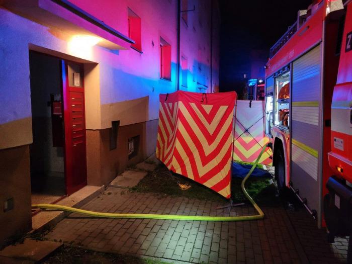 Po požáru bytu v Karviné nalezli hasiči ženu bez známek života