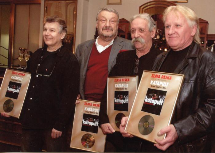 Textař velkých hitů skupin Katapult, Turbo a OK Band, Ladislav Vostárek, slaví 75. narozeniny
