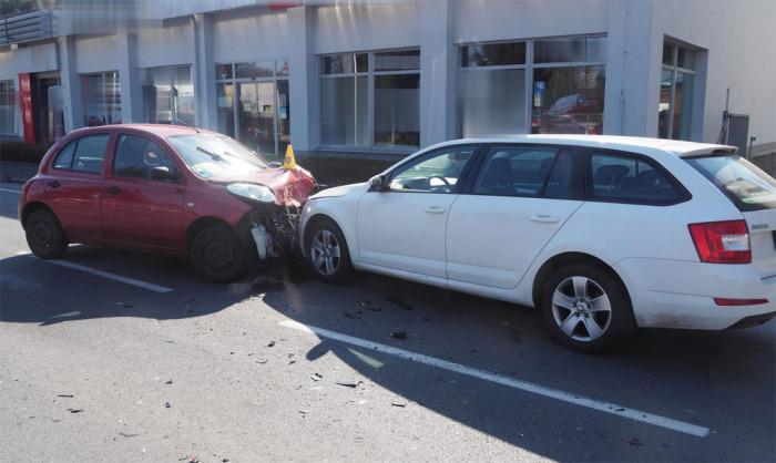 Při dopravní nehodě na Karlovarsku byly vážně zraněny čtyři osoby