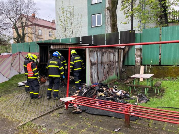 Při požáru garáže v Českém Těšíně našli hasiči uvnitř lidské tělo