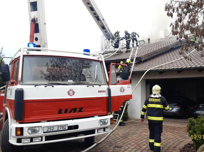 Požár domu v Jílovém u Prahy způsobil desetimilionovou škodu