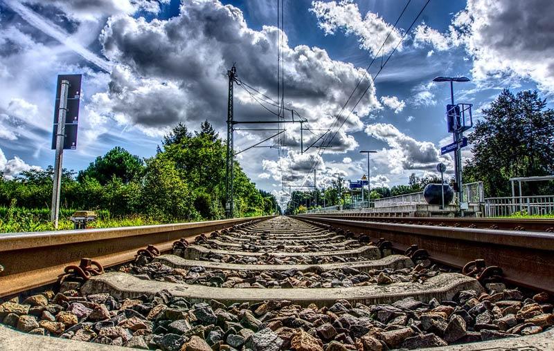 Modernizace železniční tratě mezi Pardubicemi a Stéblovou začíná