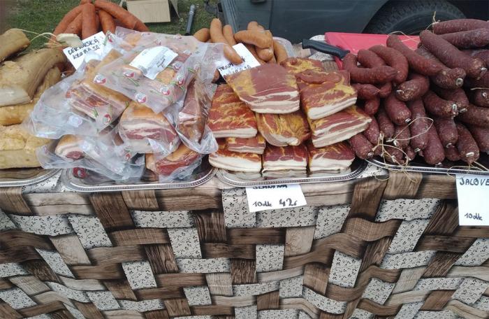 Nevhodné podmínky prodeje masných výrobků na trhu v Ředhošti na Litoměřicku