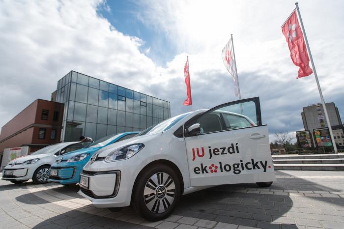 Jihočeská univerzita zařadila do své flotily tři elektromobily Volkswagen e-up!