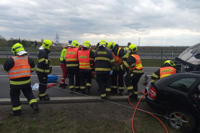 Při střetu  osobního a nákladního auta u Vysočan byla zraněna jedna osoba