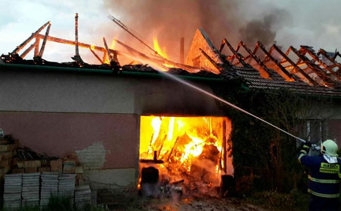 Přes 1 milion škody způsobil požár rodinného domu na Břeclavsku