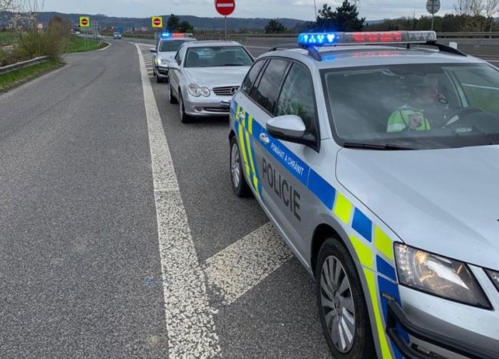 Devětatřicetiletý řidič sedl za volant pod vlivem drog s platným zákazem řízení