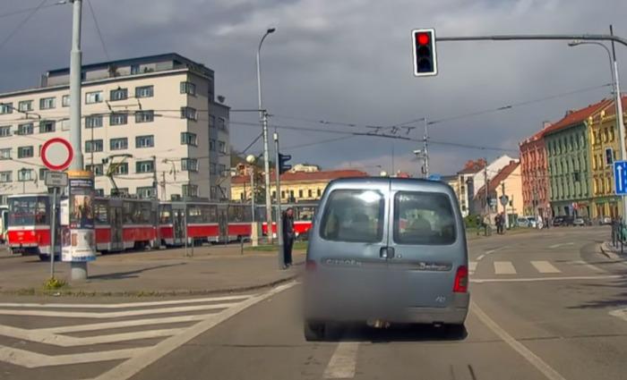 Opilý řidič kličkoval po brněnských ulicích