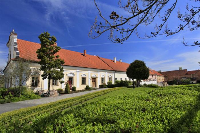 Závěrečný koncert interpretačních kurzů vLitni zve na pěvecké umění 18. června na zámek Liteň