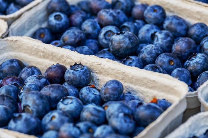 Borůvky a jiné sypké ovoce se má prodávat na váhu, ne na litry, upozornila potravinářská inspekce