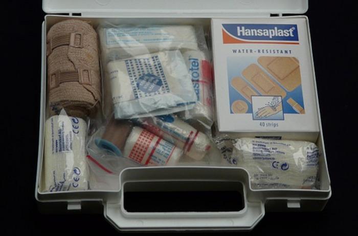 Čím vybavit lékárničku a jak správně ošetřit různá letní poranění radí lékárníci