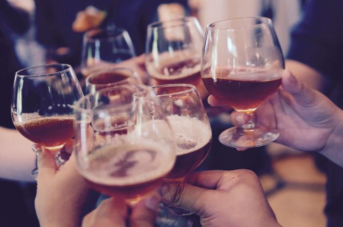 16 % lidí v Česku věří, že děti mohou konzumovat alkohol