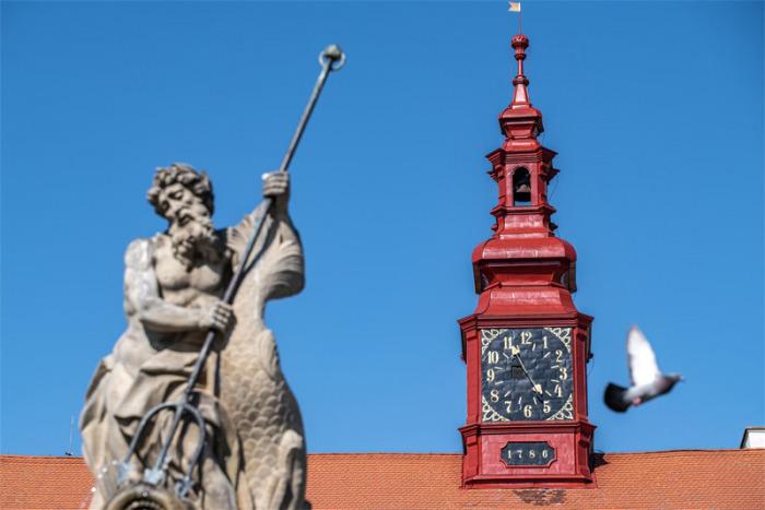 Ciferník se vrátil na jihlavskou radnici v původní podobě z konce 18. století