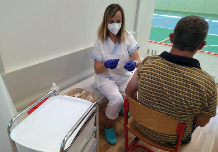 Velkokapacitní očkovací centrum v Říčanech navštíví průměrně 600 lidí denně