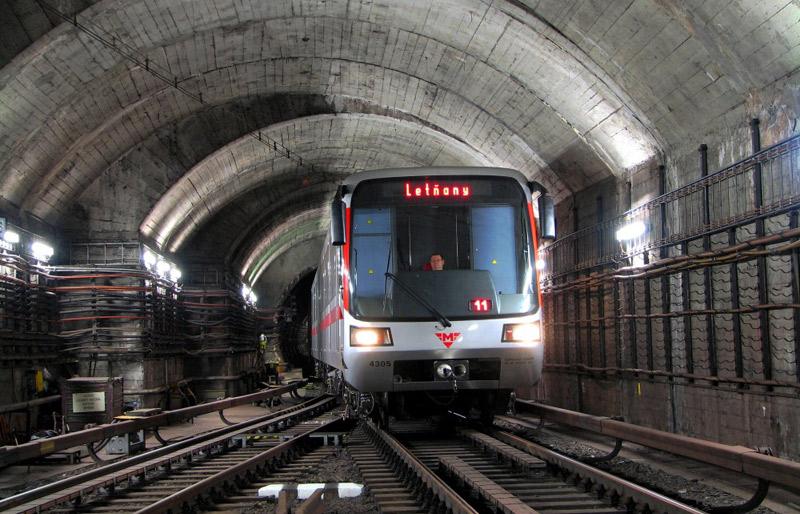 Pražské metro bude opět jezdit do půlnoci
