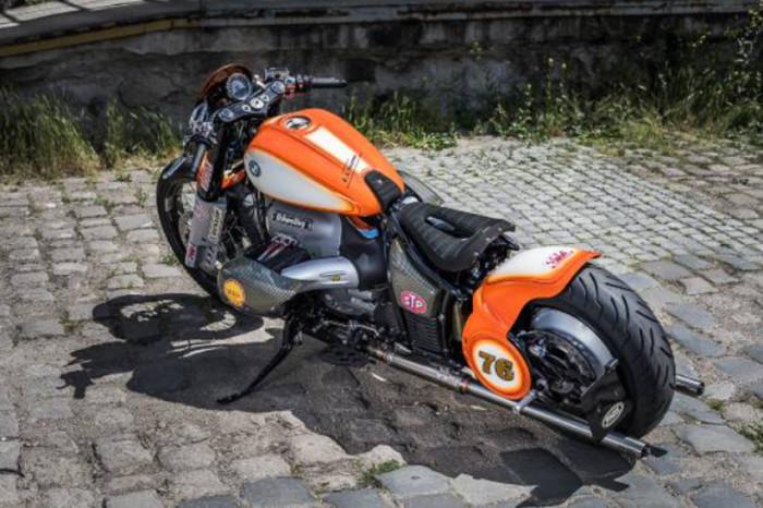 Unikátní česká přestavba motocyklu BMW R 18 ve stylu a podle pravidel americké závodní asociace AMA