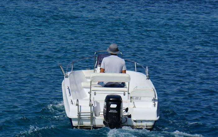 Plavební sezóna je v plném proudu, na Slapech musí lodě plout pomalu