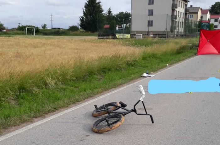 Auto na Táborsku smrtelně srazilo mladého cyklistu, neznámý řidič po nehodě ujel