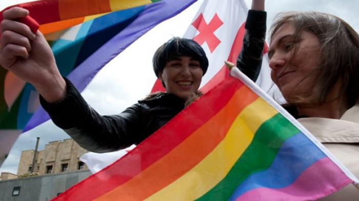 Gregorová: Diskuze o LGBT+ má být ideologická, ne násilná