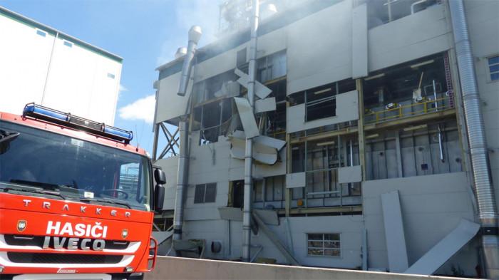 Hasiči likvidovali požár po výbuchu v chemičce Preol v Lovosicích