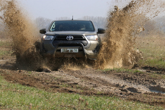 Vojskové zkoušky Toyoty Hilux probíhaly pod taktovkou logistiků
