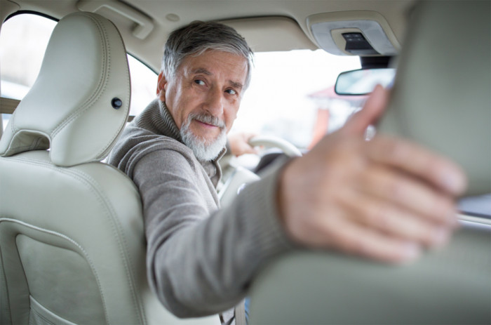 Senioři za volantem přibývají, ostrý zrak je pro ně stěžejní