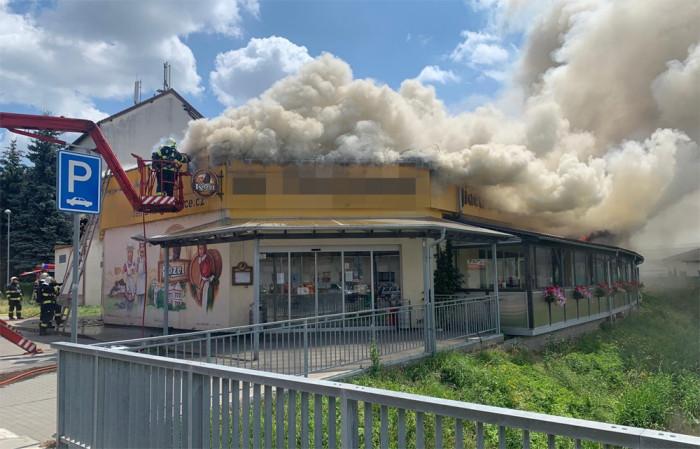 Druhý stupeň poplachu byl vyhlášen při požáru budovy na Mělnicku