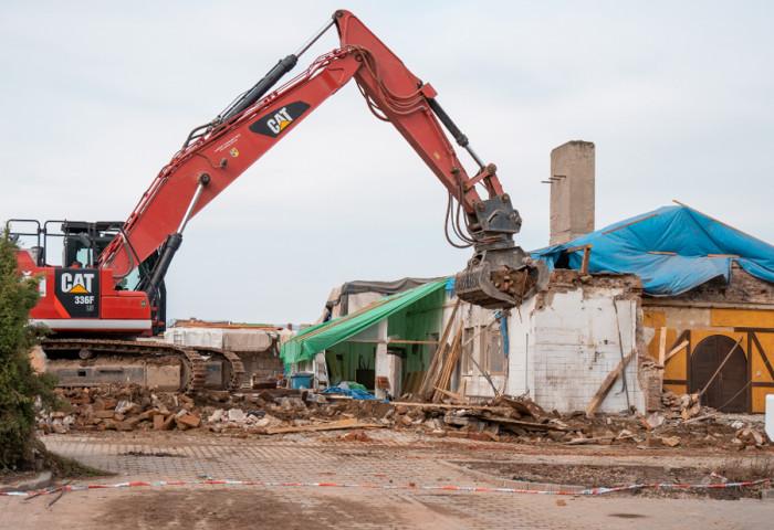 Bourání poničených domů potrvá ještě dva týdny, v obcích pomůže 150 vojáků