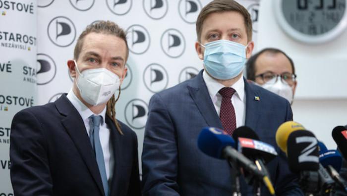 Piráti a Starostové odmítají plán ANO na tunel za 600 miliard a zdražení benzínu