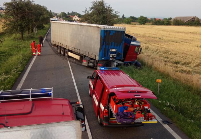 U obce Dolany došlo ke střetu kamionu s motocyklistou, ten na místě zemřel