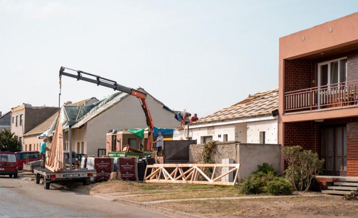 Centrální sklad v Moravských naftových dolech končí, stavební materiál bude zůstávat v obcích
