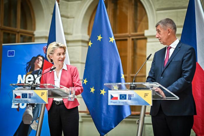 Leyenová v Praze oznámila schválení Národního plánu obnovy pro Česko za 180 miliard korun