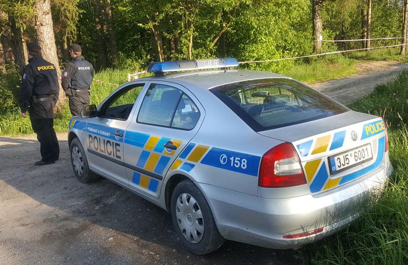 Kriminalisté intenzívně prověřují smrt ženy nalezené u rybníka na Benešovsku