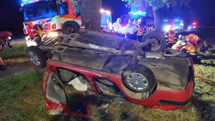 Osobní vůz narazil na Olomoucku do stromu, všech pět cestujících skončilo se zraněním v nemocnici