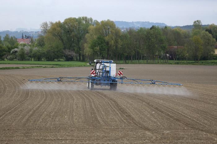 V zemědělství loni klesla spotřeba pesticidů o 4,3 %