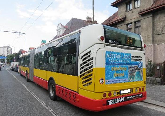 Na Hradecku došlo k nehodě čtyř vozidel, jeden z účastníků byl pod vlivem alkoholu
