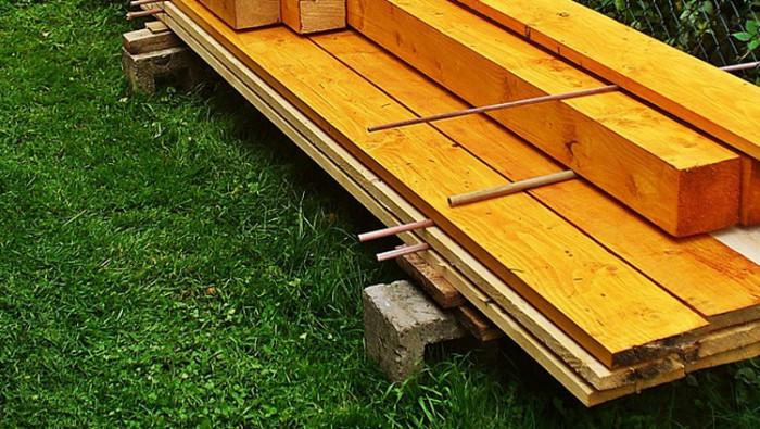 Neznámá dvojice odcizila stavební materiál v hodnotě 50 tisíc korun ze stavby hospodářského stavení