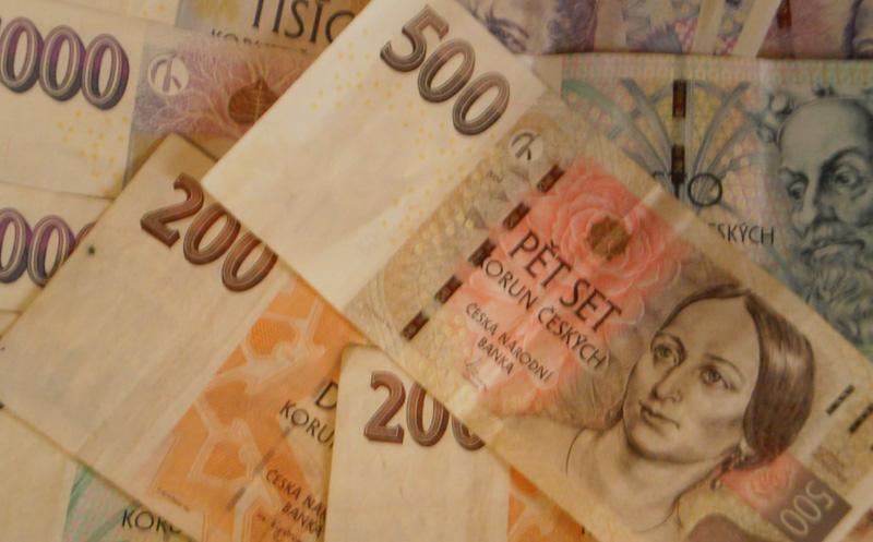 Podvodník smyšlenou legendou vylákal ze seniorky 50 tisíc korun