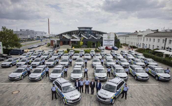 Policie si od Škoda Auto převezme 500 vozů Škoda Superb a Kodiaq